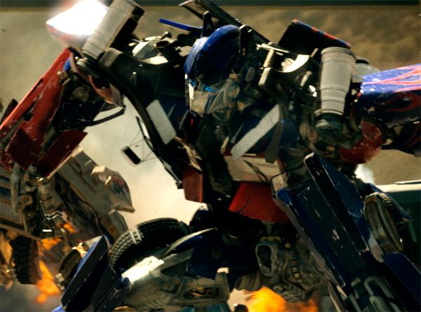 Teaser Trailer For Michael Bay's 'Transformers: Dark of the Moon' Unleashed!