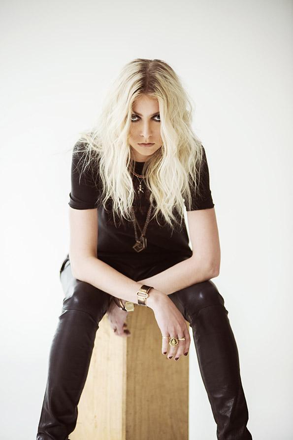 Taylor Momsen - Photo by Andrew Lipovsky